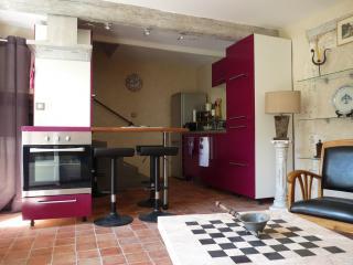 la cuisine et l'escalier après